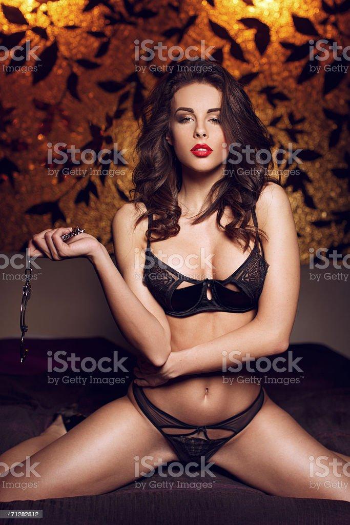 Сексуальный бондаж в чулках и наручниках — photo 3