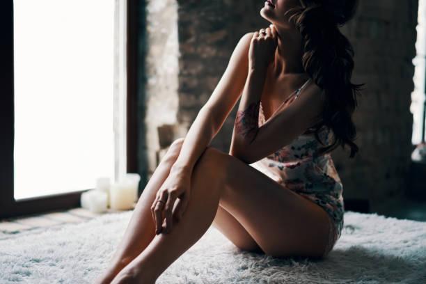 Sexy Frau im Bett am Morgen – Foto
