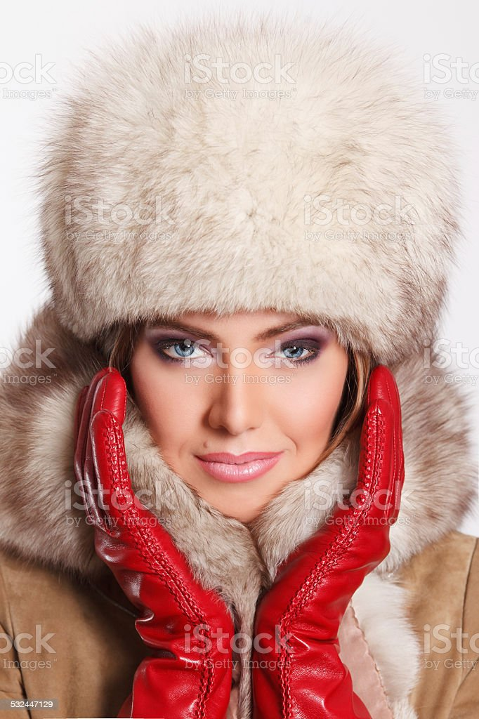 Elegante Stilvolle Frau Im Pelz Stockfoto - Bild von cozy