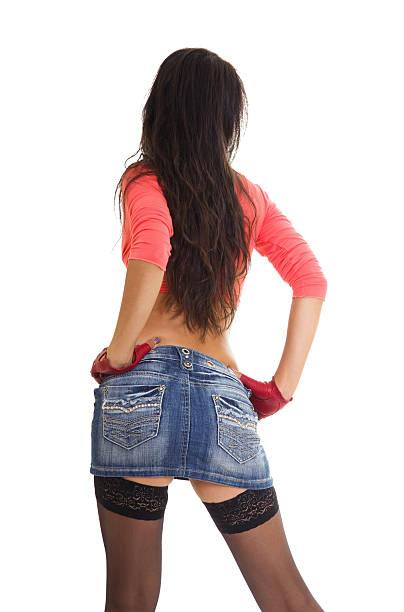 sexy frau in jeans-mini-rock und strümpfe - damen rock braun stock-fotos und bilder