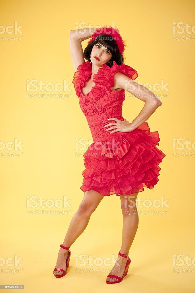 Mulher sensual em vestido vermelho pregueado foto royalty-free