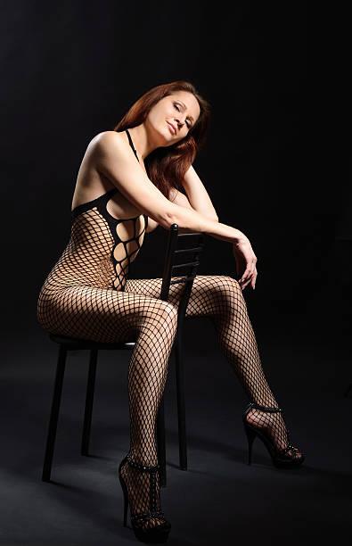 mujer sexy en lencería erótico - piernas abiertas mujer fotografías e imágenes de stock