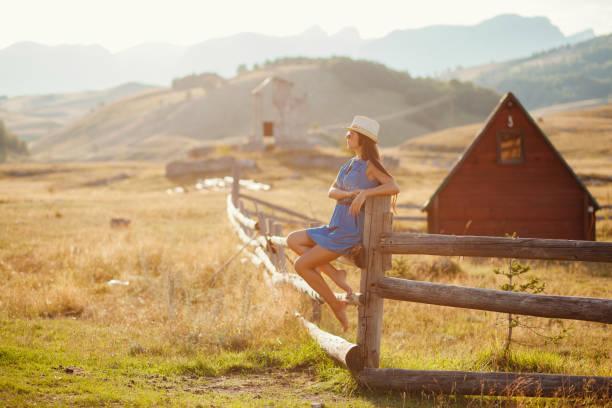 sexy Frau posiert in Cowboy-Hut – Foto