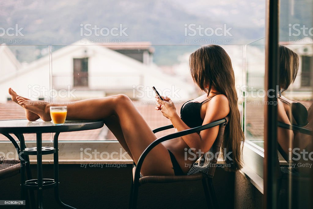 sexy Woman using smartphone at home – Foto