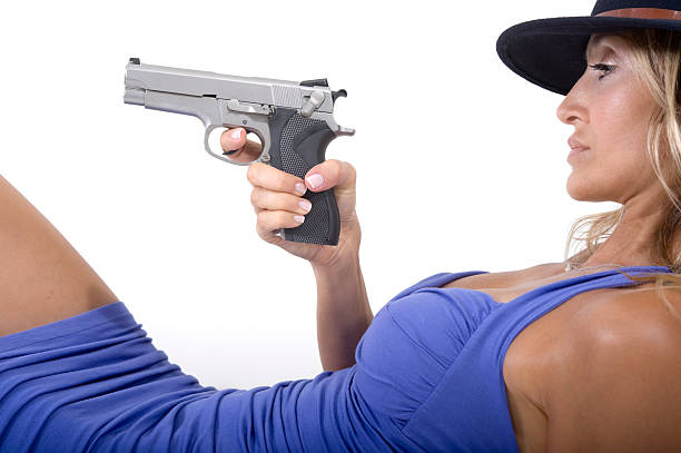 sexy kobieta z pistoletu – zdjęcie