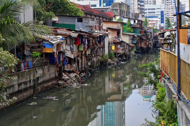 Hütte voll Banken-Estero de San Lazaro Kanal. Chinatown Binondo, Manila, Philippinen-1009 – Foto
