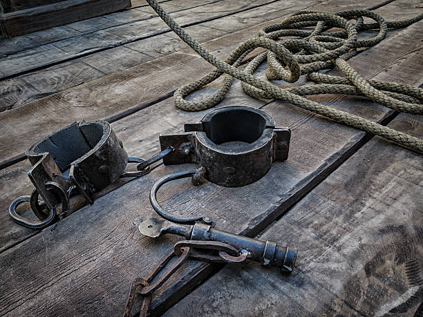 shackles, medieval tool for deprivation of liberty - sklaverei stock-fotos und bilder