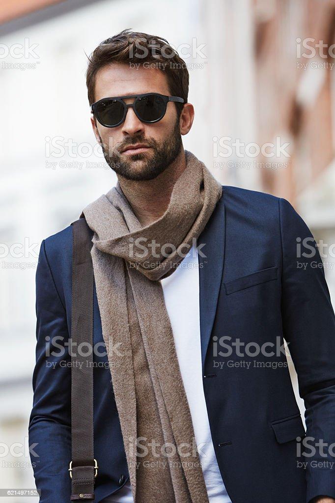 Shades guy with scarf and blazer in city Lizenzfreies stock-foto