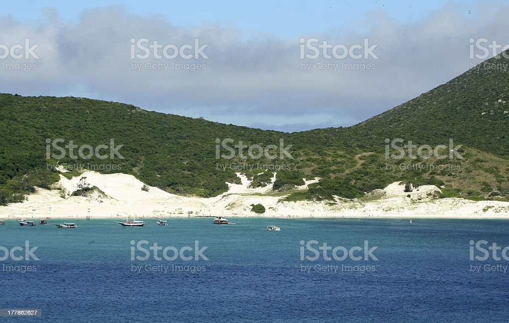 Tons de azul na praia brasileira - foto de acervo