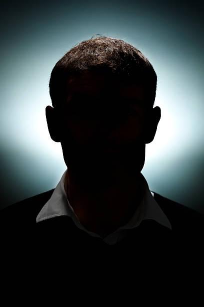 silhouette eines mannes - gegenlicht stock-fotos und bilder