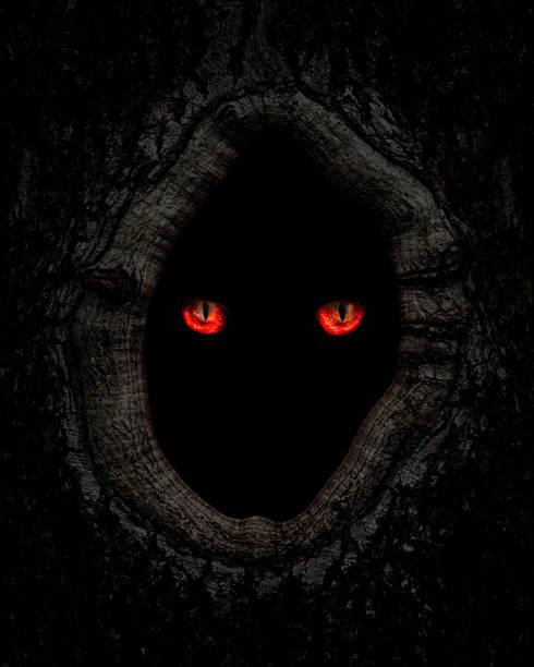 얽히고 설킨 괴물 빨간 눈 가까이 - 속이 빈 뉴스 사진 이미지