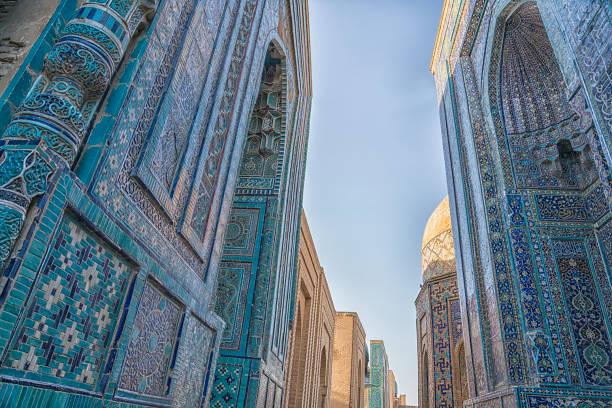 shah-i-zinda mausolea in samarkand, - oezbekistan stockfoto's en -beelden
