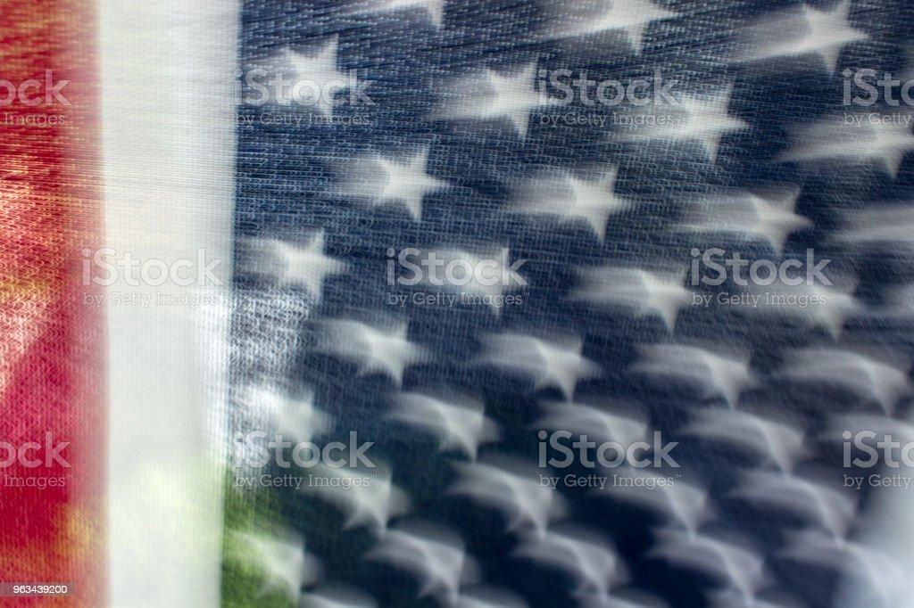 Skakar amerikanska flaggan - Royaltyfri Amerikanska flaggan Bildbanksbilder