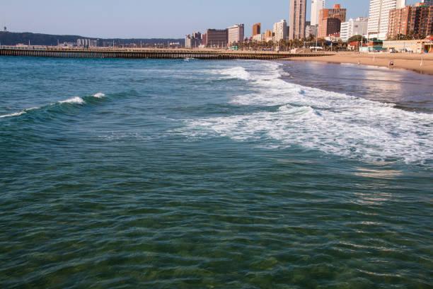 Flache von Durban Beach mit Hotels und Wohngebäuden – Foto