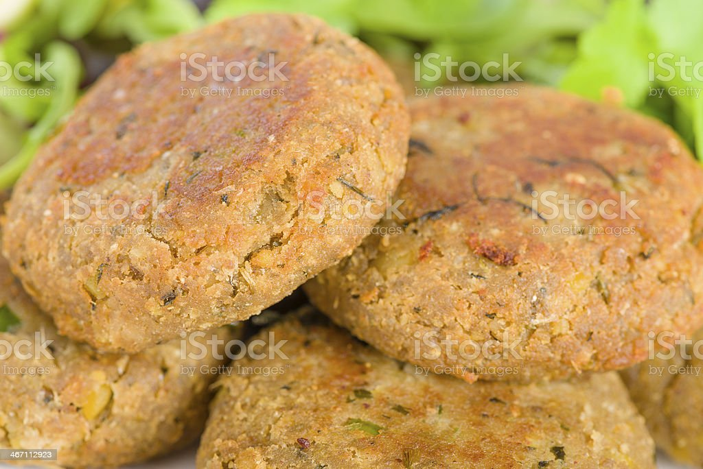 Shami Kebabs Minced meat and chana dal patties stuffed with red onion pickle and served with salad, lemon wedges, chilli sauce and mint raita, South Asian & Middle Eastern cuisine. Afghanistan Stock Photo