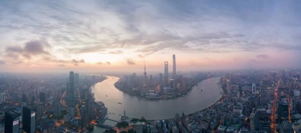 Skyline von Shanghai im Sonnenaufgang – Foto