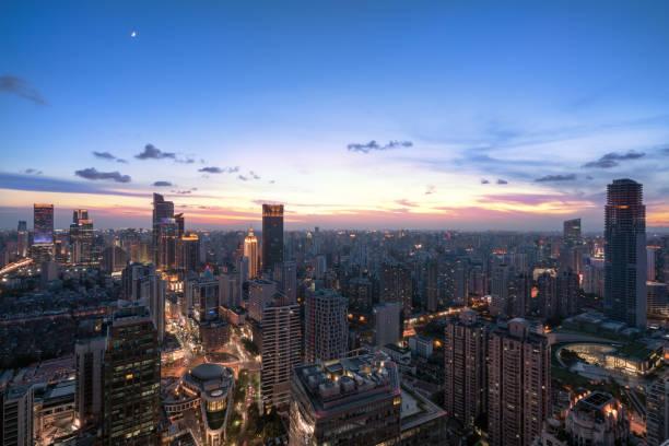 Skyline der Stadt Shanghai bei Sonnenuntergang – Foto