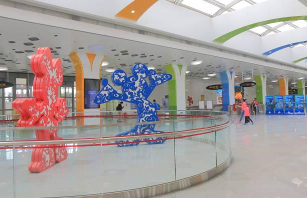 shanghai disney resort subway station china - modernes disney stock-fotos und bilder