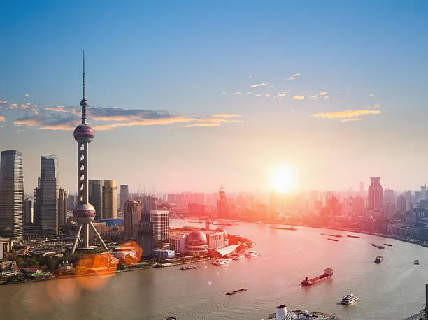 shanghai in einem schönen Sonnenuntergang – Foto