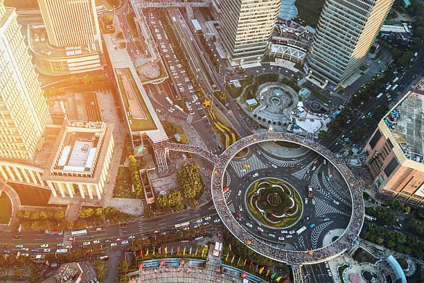 shanghai lujiazui motiv - kreisverkehr stock-fotos und bilder