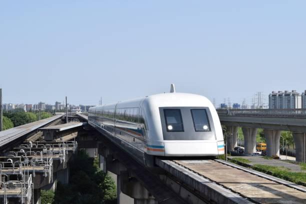 shanghai maglev-zug - hochgeschwindigkeitszug stock-fotos und bilder