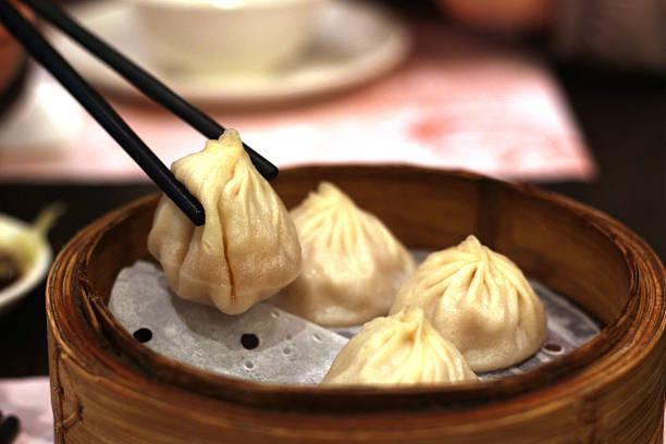 shanghai mini-brötchen xiao lange bao, chinesische küche - semmelknödel stock-fotos und bilder