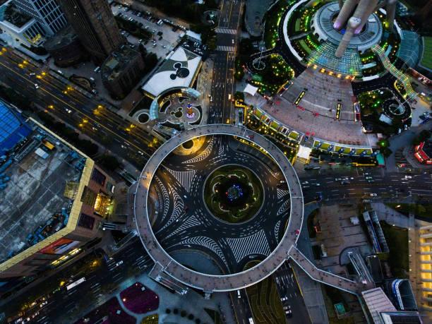 vista aérea de xangai à noite - sol nascente horizonte drone cidade - fotografias e filmes do acervo
