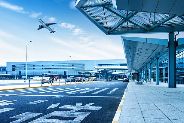 aeroporto di shanghai pudong road - subway foto e immagini stock