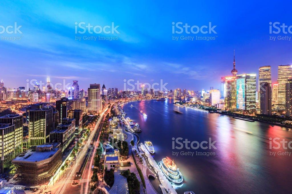 Les toits de Shanghai, de nuit - Photo de Architecture libre de droits