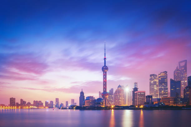 ville de shanghai au coucher du soleil - shanghaï photos et images de collection
