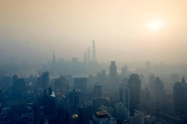 shanghai sunrise - smog stockfoto's en -beelden