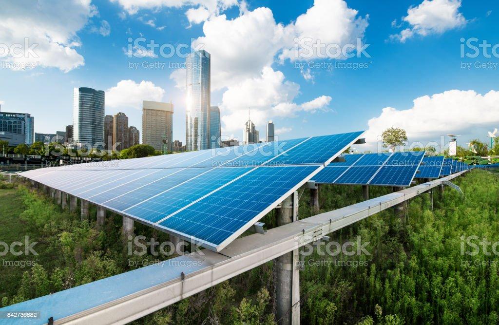 Shanghai Stadtlandschaft, Wahrzeichen und Sonnenkollektoren – Foto