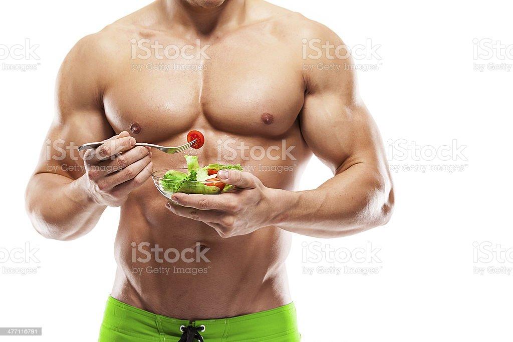 Hombre de cuerpo en forma y saludable con un bol de ensalada fresca - Foto de stock de Actividad libre de derechos