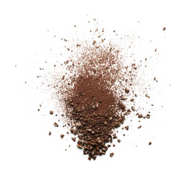 zerbrochene kaffeepulver - kaffeepulver stock-fotos und bilder