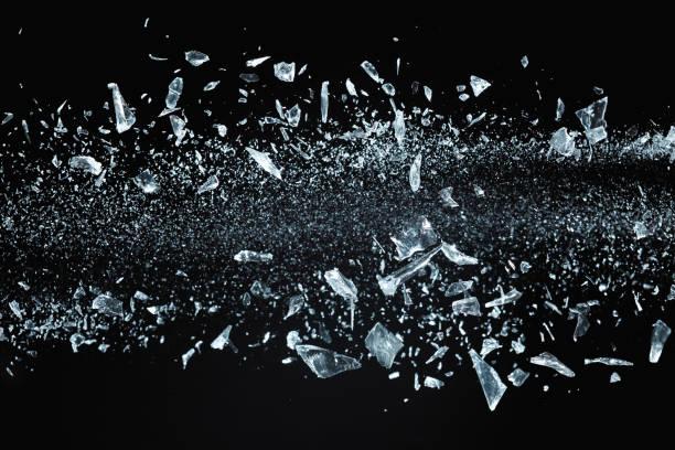 Zerbrochene Kristalle fliegen – Foto