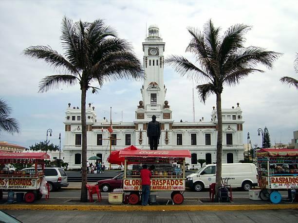 Shave ice sellers, Veracruz Mexico Veracruz, Mexico - March 25, 2006: lighthouse and Veracruz port promenade. Locals at their ambulant stalls selling shave ice (raspados) veracruz stock pictures, royalty-free photos & images