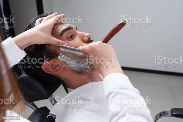Proces Golenia Barbershop Twarz Zbliżenie - zdjęcia stockowe i więcej obrazów Broda