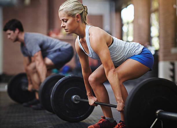ela pode competir com qualquer - musculação com peso - fotografias e filmes do acervo