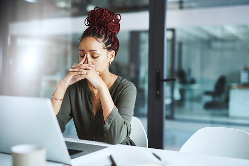 istock She has one too many deadlines to deal with 1135927624