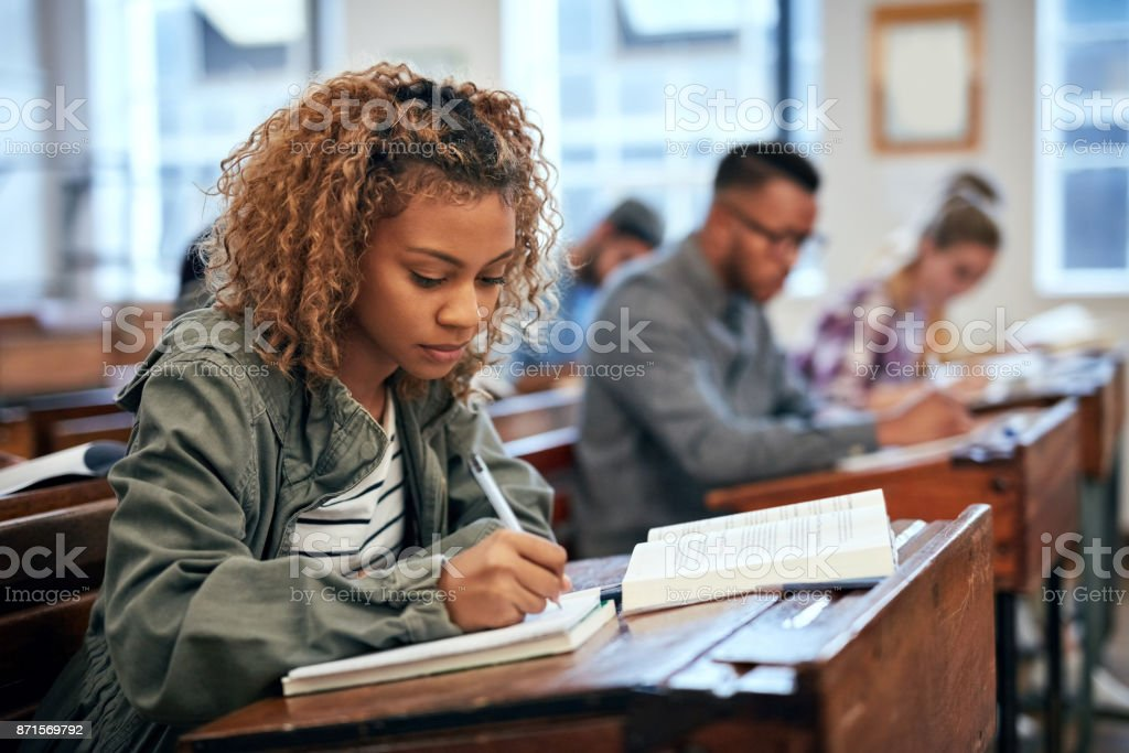 She is ready for the exam because she studied - foto stock