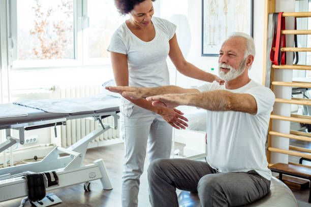 cesedi nasıl iyileştireceğini çok iyi biliyor. - physical therapy stok fotoğraflar ve resimler