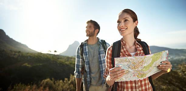 sie wissen genau, wohin sie gehen - happy trails stock-fotos und bilder