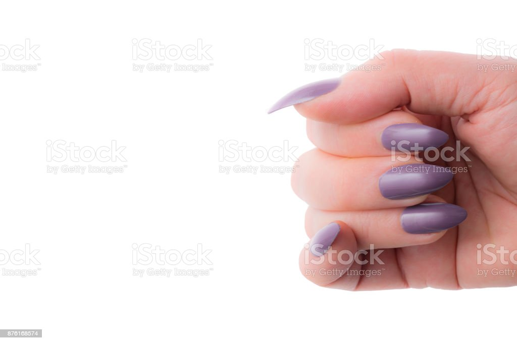 Ella Muestra Sus Uñas Stiletto Color Malva Sobre Fondo Blanco ...