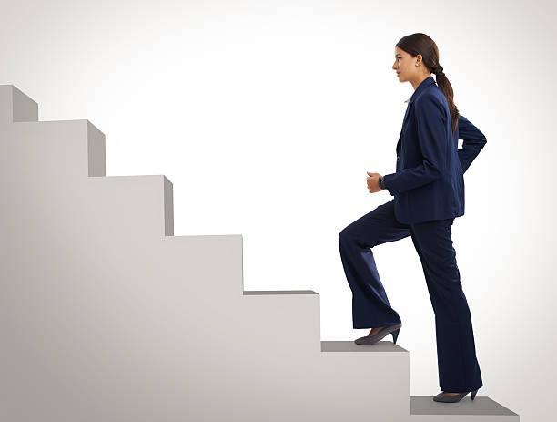 elle ne vous arrêtez pas encore qu'elle est au top - marches marches et escaliers photos et images de collection