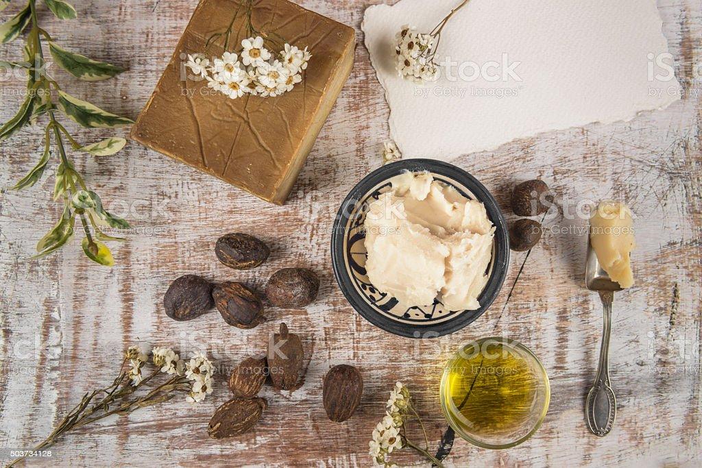 Le beurre de karité et noix de karité produit - Photo