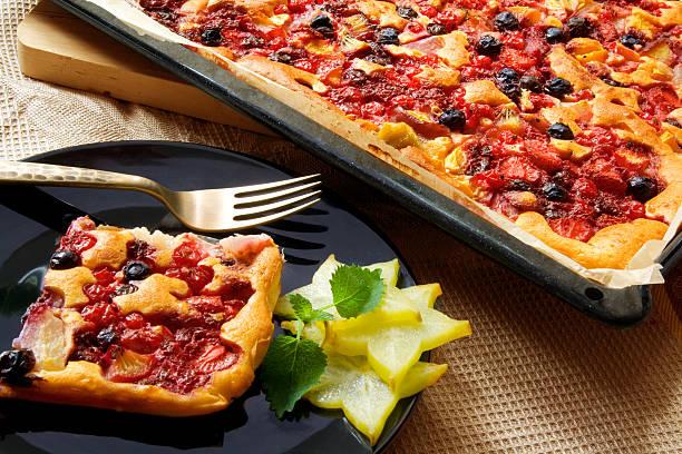 blatt-kuchen - tarte und törtchen stock-fotos und bilder