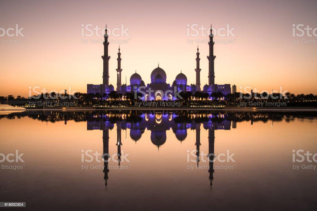 Sheikh Zayed Grand Moschee und die perfekte Reflexion. - Lizenzfrei Abenddämmerung Stock-Foto
