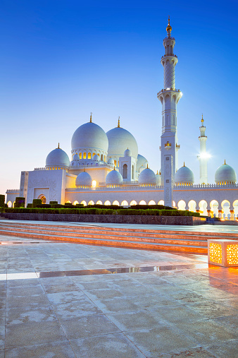 istock Sheikh Zayed Grand Mosque in Abu Dhabi at night 516913499