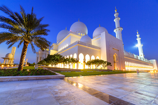 istock Sheikh Zayed Grand Mosque in Abu Dhabi at night 516914761
