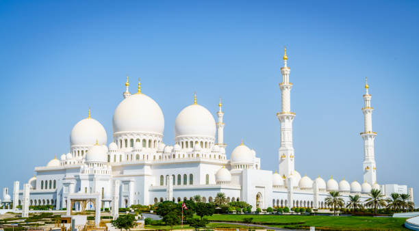 Sheikh Zayed Grand Mosque Outside view of Sheikh Zayed Grand Mosque in Abu Dhabi, UAE grand mosque stock pictures, royalty-free photos & images